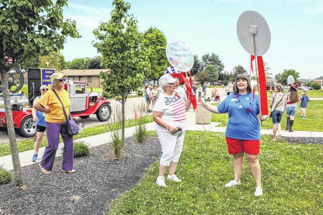 Submitted photos Float competition Judge Amanda Byers gives Patriotic Spirit award to Miami Valley Fallen Heroes.
